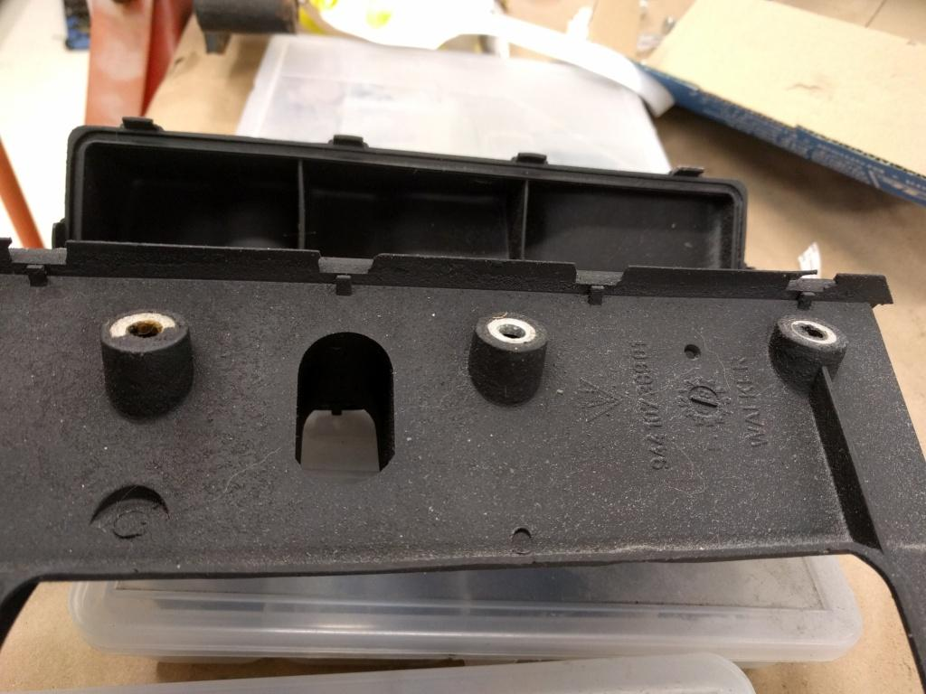 Porsche 944 Engine Rebuild Part 5 New Hill Garage Oil Pan Gasket Jaguar X Type An Example Of Baffle Where Most The Tabs To Hold Hollow Void In Place Have Failed